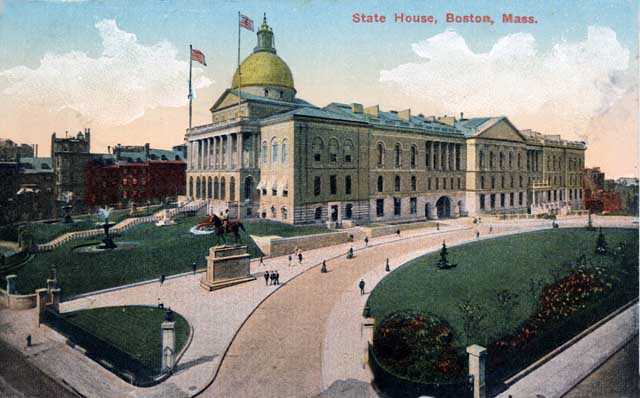 Two views of the Massachusetts State House from 1903 and 1914 Credit: ©1903, E. Chickering & Co. Library of Congress, Prints and Photographs Division [reproduction number: PAN US GEOG-Massachusetts no, 83]. No credit information was given on the colorized postcard image, postmarked 1914.