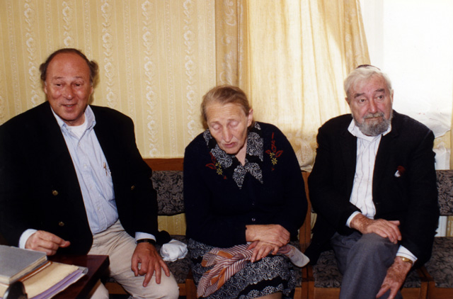 Paul and Baruch sitting with Rosa Naumovna Dudoskaya in the mayor's office in Korets